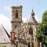 Vue de la cathédrale à partir de la place du palais Ducal, à 6mn à pied de l'hôtel de Verdun