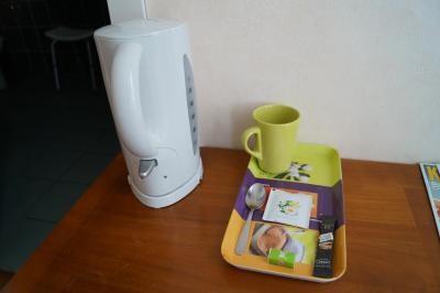 service à thé et café pour les chambres confort de l'hôtel de Verdun à Nevers