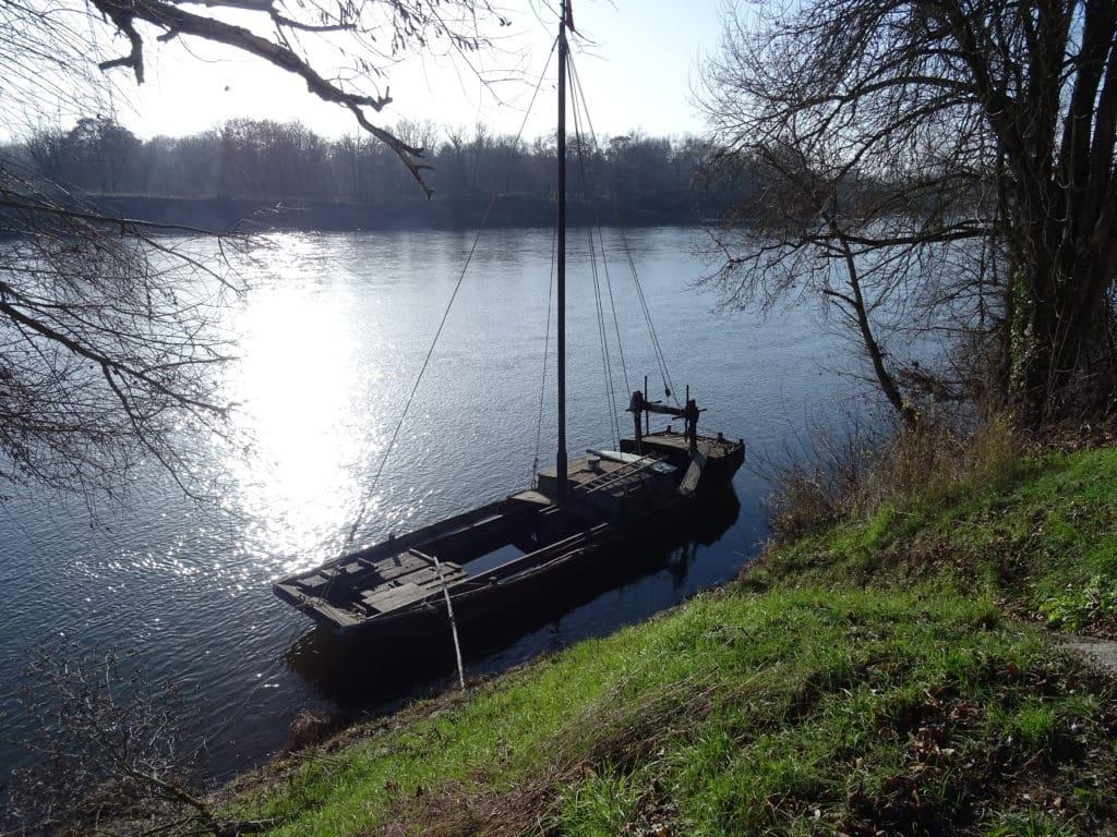 Barque le long de la Loire à Nevers