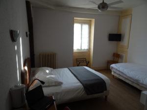 chambre triple à l'hôtel de verdun nevers
